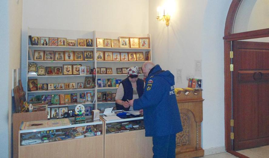 Накануне Пасхи пожарные проверяют безопасность брянских храмов